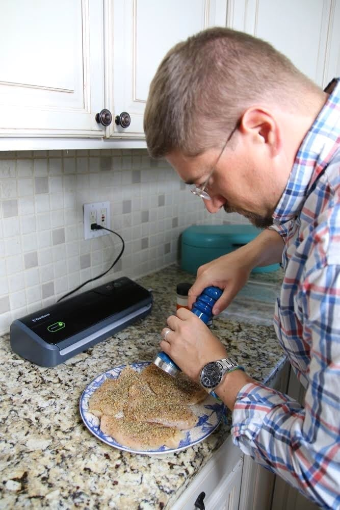 Seasoning chicken breast to cook sous-vide