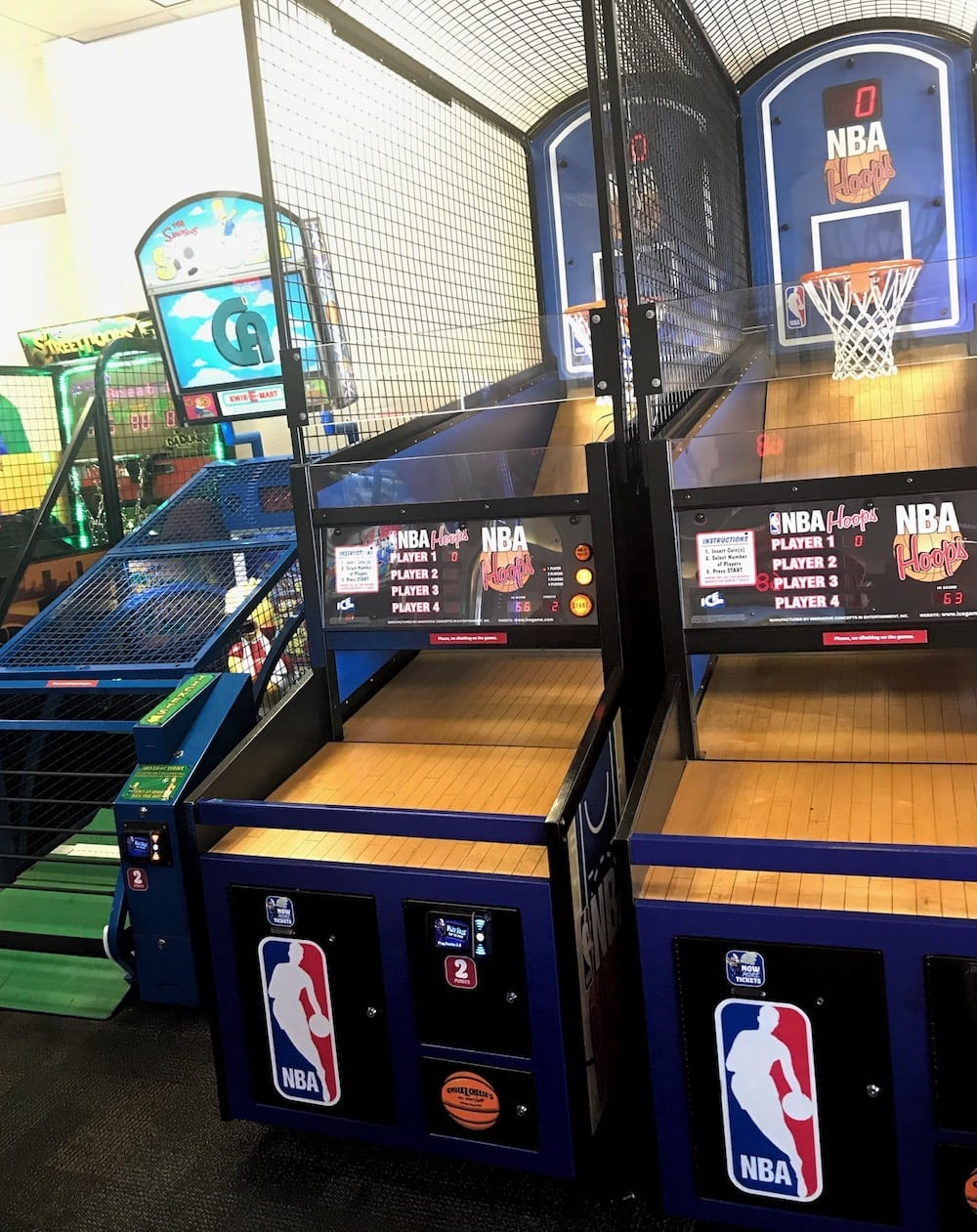 Chuck E Cheese's basketball game