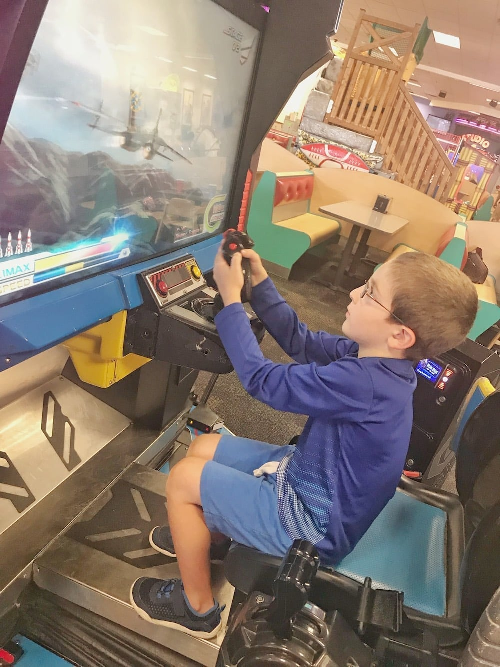 Chuck E Cheese's flying game