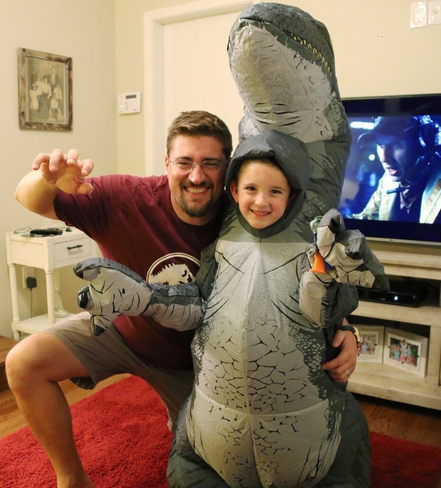 Jurassic Park Fallen Kingdom Blu-ray Party - dad and dino