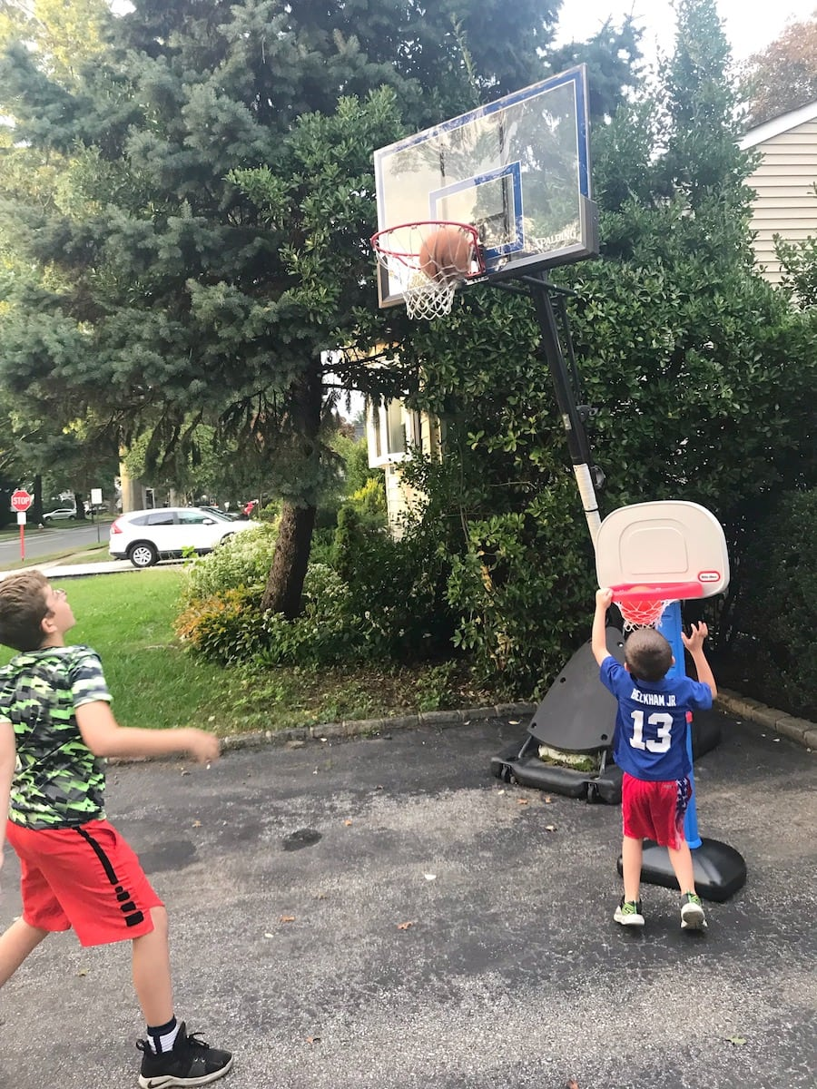 Little Tikes Easy Score Basketball brothers playing