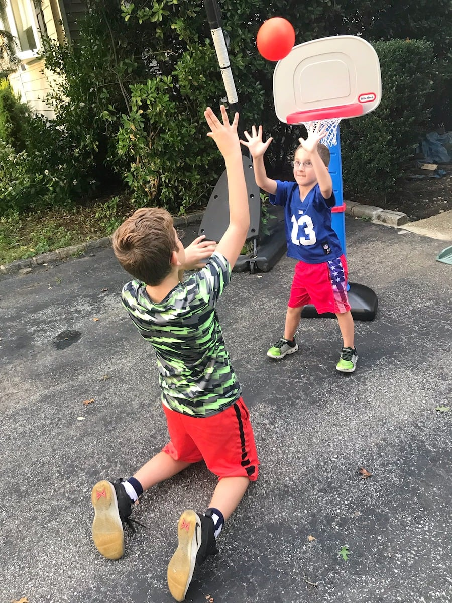 Little Tikes Easy Score Basketball one-on-one