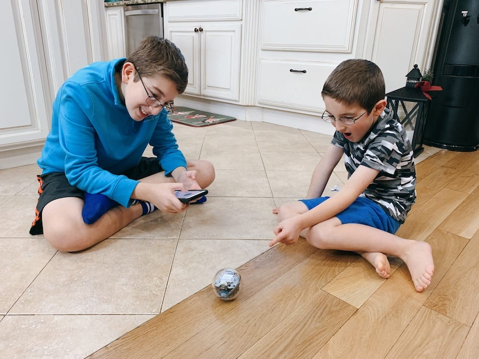 Sphero BOLT - plauing on floor