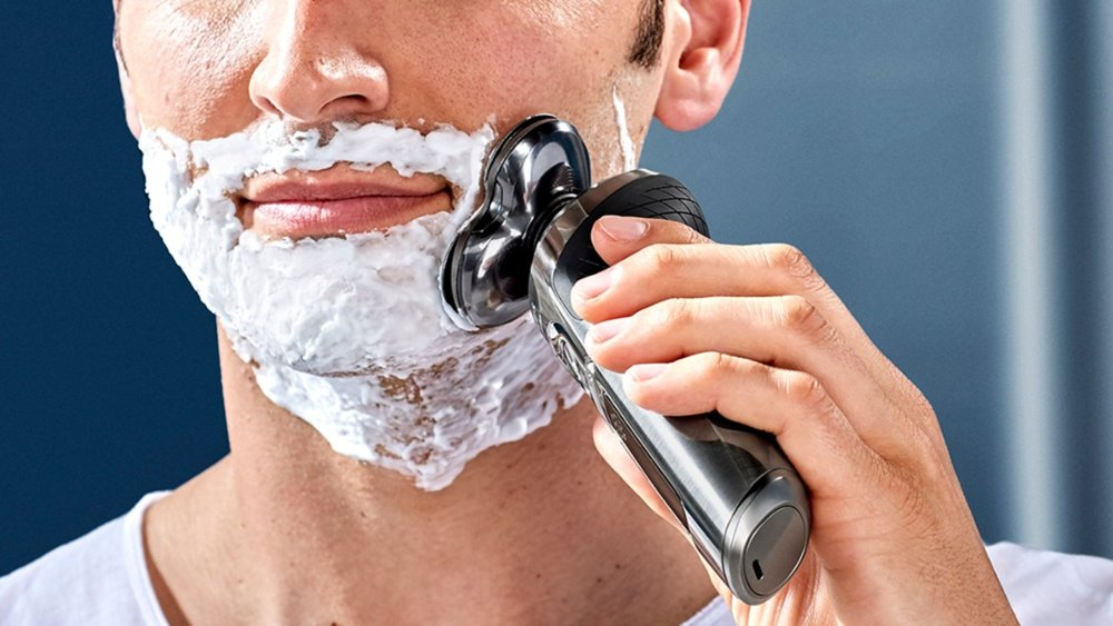 Philips Norelco S9000 Prestige Qi-Charge Electric Shaver shaving